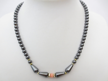 neckalce with one pink bead