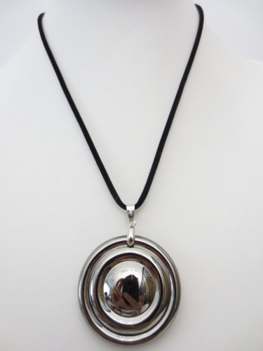 crystal round pendant necklace with circles black