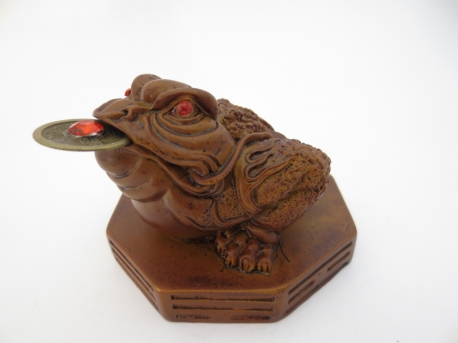 Feng Shui Frog Brown with lucky coin
