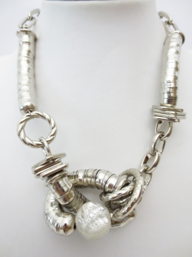 one knot metal necklace
