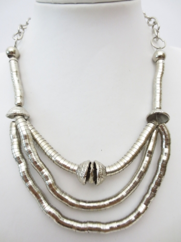 3 lines and one bead metal necklace